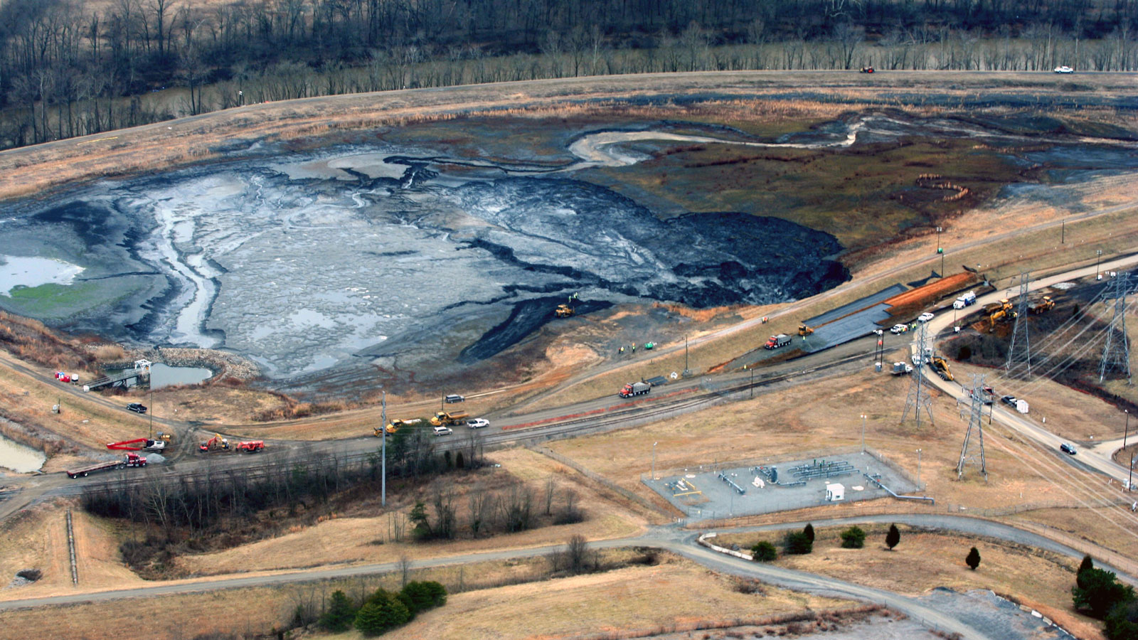 <h4>Coal ash pits</h4> <h5>In 2014, 39,000 tons of toxic coal ash and 27 million gallons of coal ash pit water spilled into the Dan River in North Carolina after a pipe burst at the Dan River Steam Station.</h5><em>Waterkeeper Alliance/Rick Dove on Flickr (CC BY-NC 2.0)</em>